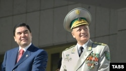 Mamedgeldyev (right) with President Berdymukhammedov at a parade marking Turkmenistan Independence in 2007