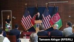 مایک پامپیو وزیر خارجه امریکا حین سخنرانی در یک نشست با خبرنگاران در کابل. 25 June 2019