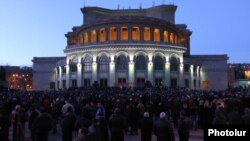 Armenia - The opposition Armenian National Congress holds a rally in Yerevan's Liberty Square, 1Mar2012.