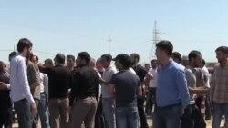 Taleh Bağırovun yaxınları Qobustan həbsxanasının qarşısına toplaşdı