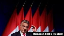 Comisie Europeană critică de mai multă vreme acțiunile de limitare a libertății presei și a altor valori democratice din Ungaria condusă de Viktor Orbán.