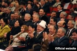 Шакебиз өзүнүн 60 жылдыгына арналган жыйында. Бишкек. 26-февраль, 2011-жыл.