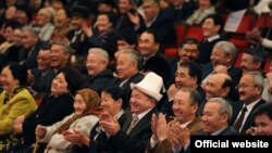 В Национальной филармонии имени Т.Сатылганова состоялось торжественное собрание, посвященное 60-летнему юбилею Народного поэта Шайлообека Дуйшеева. 26.02.2011.