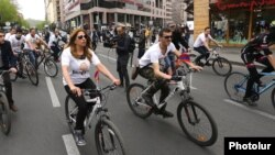 Armenia - Opposition leader Zaruhi Postanjian leads a pre-election bycicle ride through downtown Yerevan, 21Apr2017.