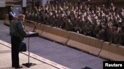 رئیس جمهور امریکا حین سخنرانی به سربازان امریکایی مستقر در عراق