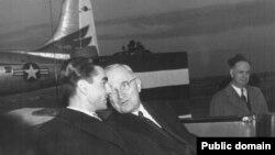 هری ترومن در کنار محمد رضا پهلوی، آخرین شاه ایران