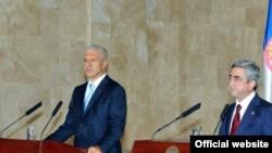 Հայաստան -- Հայաստանի եւ Սերբիայի նախագահները հանդես են գալիս մամուլի համար համատեղ հայտարարությամբ, Երեւան, 28-ը հուլիսի, 2009 թ.