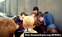 Черга до відділення міграційної служби у Сімферополі, січень 2015 року