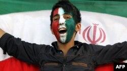 یک هوادار تیم ملی فوتبال ایران در تصویری از آرشیو
