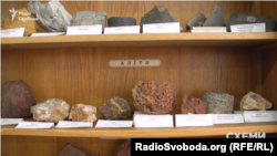 Видобуток алюмінію починається з видобутку бокситів, що містять алюміній