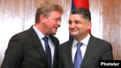 Armenia - Prime Minister Tigran Sarkisian (R) and EU Enlargement Commissioner Stefan Fuele after talks in Yerevan, 27Sep2012.
