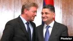 Armenia - Prime Minister Tigran Sarkisian (R) and EU Enlargement Commissioner Stefan Fuele after talks in Yerevan, 27Sep2012.