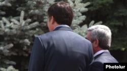 Armenia - President Serzh Sarkisian (R) meets with his Georgian counterpart Mikheil Saakashvili in Yerevan.