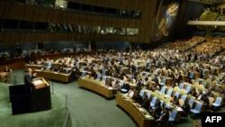 Суриянинг БМТдаги элчиси Башар Жафарий резолюция қабул қилинишидан олдин Бош ассамблеяда нутқ сўзламоқда. 15 май, 2013 йил.