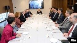 Премиерот Зоран Заев и министри од Владата на работен ручек со германскиот амбасадор Томас Герберих