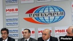 Armenia -- Armenian NGOs unveil Memorandum of Understanding on Armenian-Turkish initiatives, Yerevan, 28Apr2010