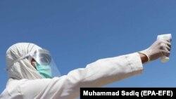 محمد نور خاوری رئیس صحت عامه بدخشان میگوید که ویروس کرونا در حال گسترش است و آنان تلاش میکنند تا جلو انتشار بیشتر آن را بگیرند.