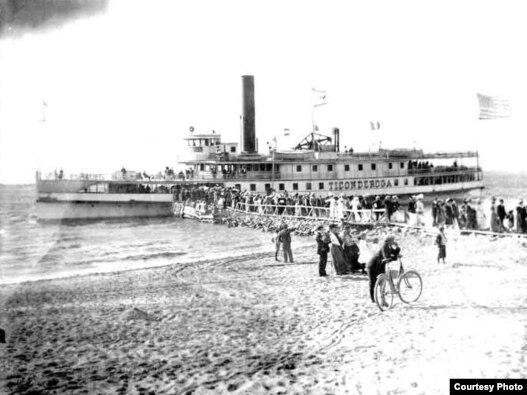 «تایکوندروگا» Ticonderoga نخستین کشتی جنگی آمریکا بود که وارد خلیج فارس شد. بعدها، ناوهای مدرنی با همین نام به خدمت در نیروی دریایی آمریکا ادامه دادند