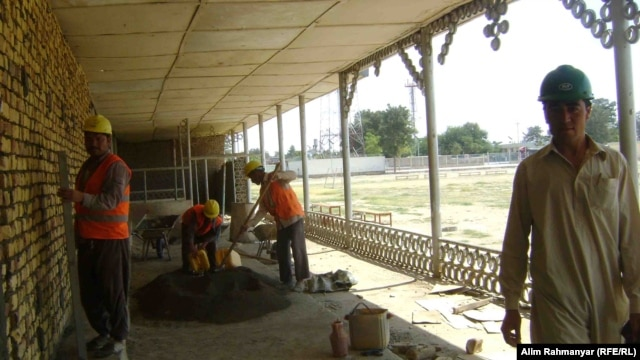Workers in the northern Afghan city of Sheberghan constructing the first park in the area that will be exclusively for women.