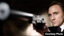 Iz filma o Džemsu Bondu, Casino Royale, 2005.