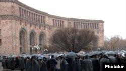 Акция протеста торговцев золотых рынков у здания правительства, 22 февраля 2010 г.