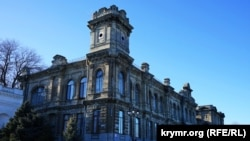 Здание гимназии в центре Керчи, архивное фото