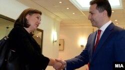 Viktoria Nuland(majtas) dhe Nikolla Gruevski, shkup, 14 korrik 2014