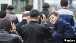 Мальчик, пришедший в мечеть в день Курбан-айта. Алматы, ноябрь 2010 года.