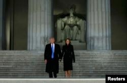 Дональд и Мелания Трамп у вашингтонского монумента Аврааму Линкольну накануне инаугурации