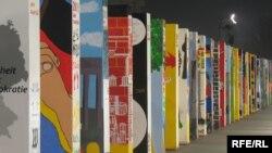 Берлин девори қулаганининг 20 йиллигига бағишланган тадбирлар бутун шаҳар бўйлаб давом этмоқда.