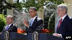 Слева направо: президент Мексики Фелипе Кальдерон, президент США Барак Обама и премтер-министр Канады Стивен Харпер