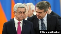Armenia - President Serzh Sarkisian (L) and Prime Minister Karen Karapetian at an awards ceremony at the presidential palace in Yerevan, 28Jan2017.