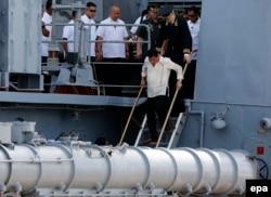 """Родриго Дутерте на российском военном корабле """"Адмирал Трибуц"""" в Маниле. 6 января 2017 года"""