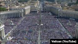 Okupljeni na svečanoj ceremoniji kanonizacije u Vatikanu