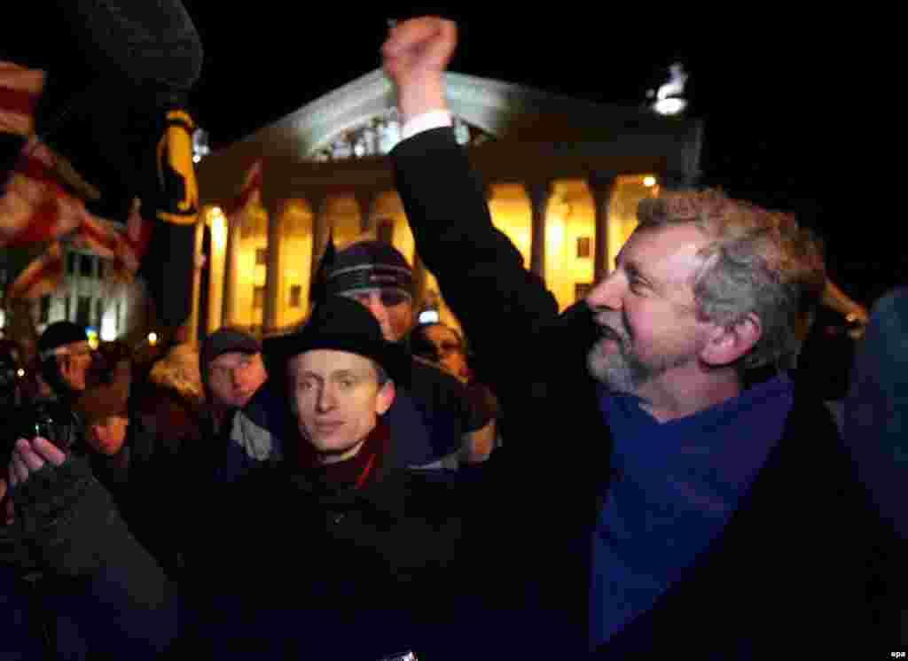 Аляксандар Мілінкевіч быў кандыдатам аб'яднаных дэмакратычных сілаў