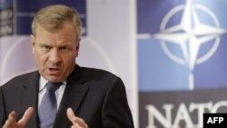 NATO Secretary-General de Hoop Scheffer in central London after the meeting