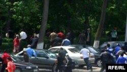 Второй день новой волны беспорядков в городе Ош на юге Киргизии