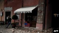 Поврежденное землетрясением здание в центральной части Италии. 26 октября 2016 года.