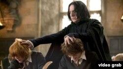 Тамашачыларның чын яратуына актер Һарри Поттер фильмнарында Северус Снейп роле ярдәмендә ирешә