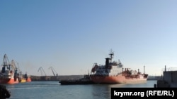 Танкер под итальянским флагом зашел в порт Керчи