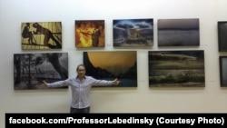 Алексей Лебединский на выставке своих фотографий в Москве, 11 ноября