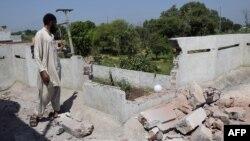 У підконтрольному Пакистанові селі Кунданпур біля Сіалкота після обстрілу з індійського боку, 28 серпня 2015 року