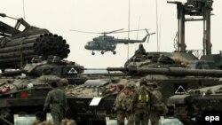 НАТО техникасы. (Көрнекі сурет)
