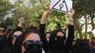 Iran -- Protesters gather in front of Isfahan Department of Justice building to express support for victims who were acid attacked, Isfehan, 22Oct2014