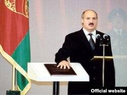 2001 год, Лукашэнка прымае прэзыдэнцкую прысягу