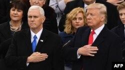 20 января принесли присягу новые президент и вице-президент США - Дональд Трамп (справа) и Майк Пенс (слева).