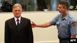 Optuženik Momčilo Perišić pred Tribunalom u Hagu