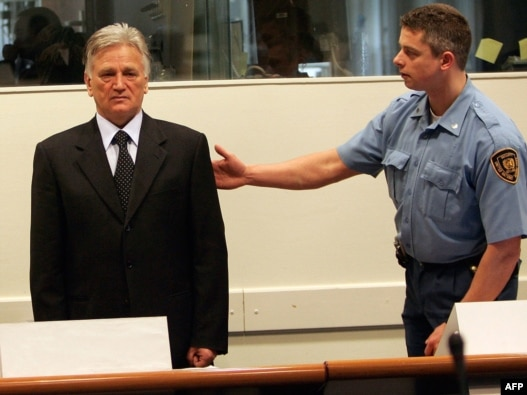 Netherlands -- Former Serb general Momcilo Perisic (L) in the courtroom of the War Crimes Tribunal in the Hague, 09Mar2005