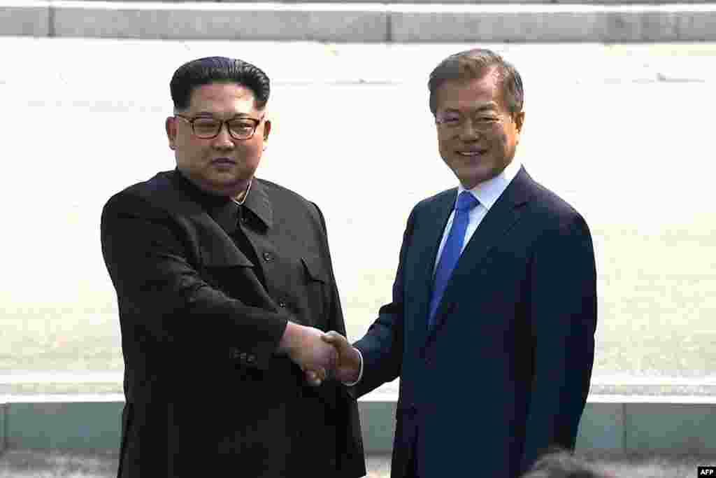 Ким Чен Ын стал первым за 65 лет правителем КНДР, ступившим на территорию Южной Кореи