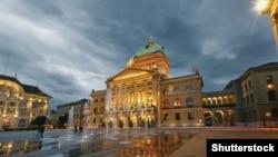 Здание парламента Швейцарии в Берне. Иллюстративное фото.